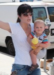 Selma Blair & Arthur Saint Bleick Afternoon At The Petting Zoo