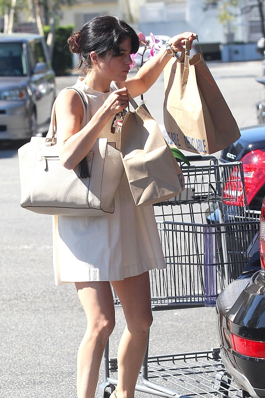 Selma Blair Stops At Bristol Farms 14