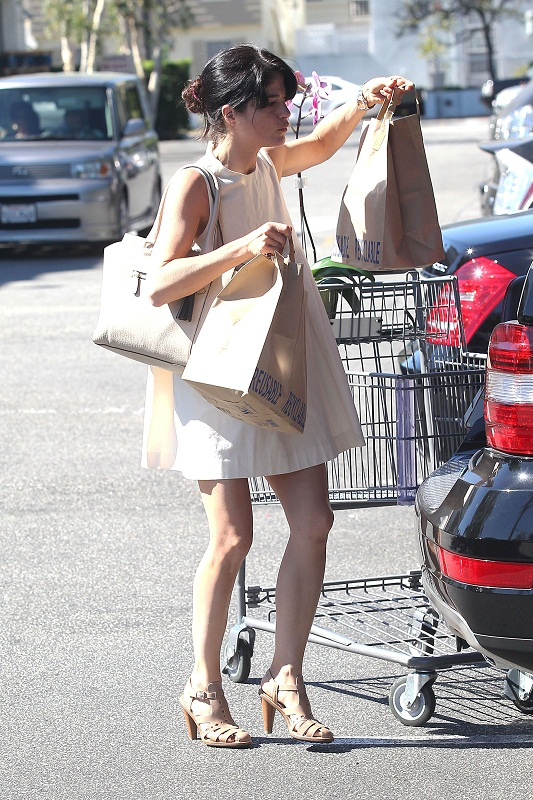 Selma Blair Stops At Bristol Farms 16