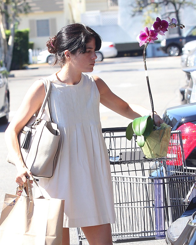 Selma Blair Stops At Bristol Farms 21