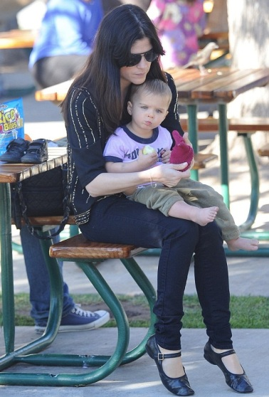 Selma Blair & Arthur Saint Picnic Lunch In Malibu 3