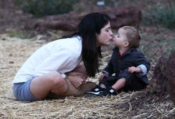 Selma Blair's Sweet Kisses From Saint 7