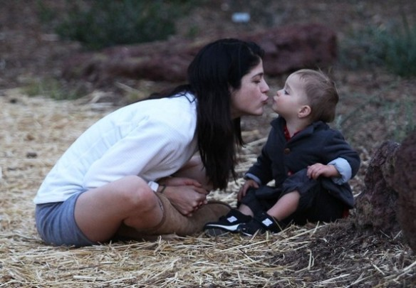 Selma Blair's Sweet Kisses From Saint 8