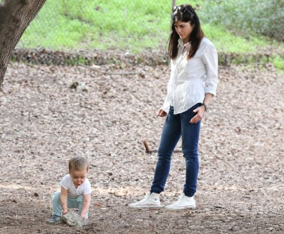 Selma Blair & Son Playtime At The Park 16