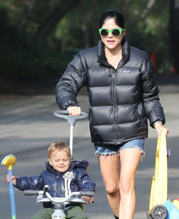 Selma Blair Strolling With Her Saint 10