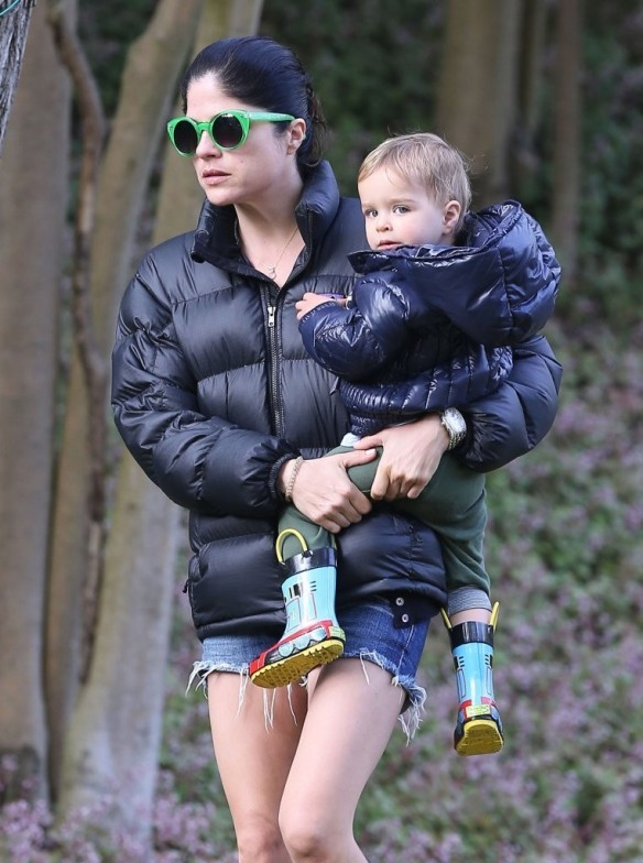Selma Blair Strolling With Her Saint 18