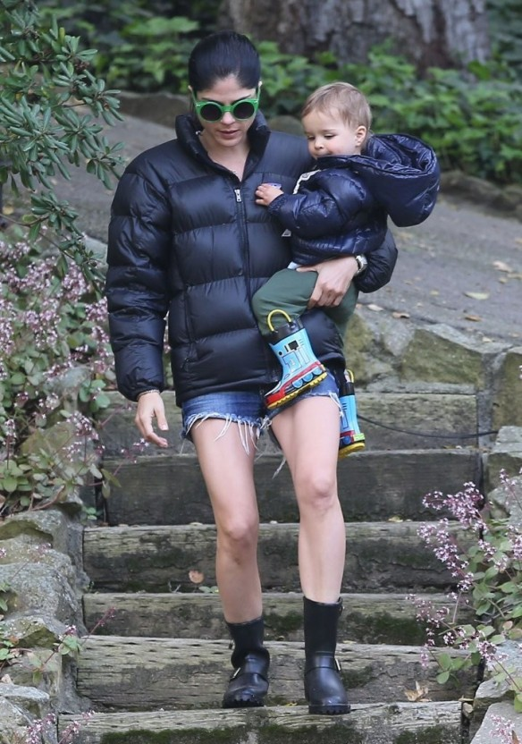 Selma Blair Strolling With Her Saint 19