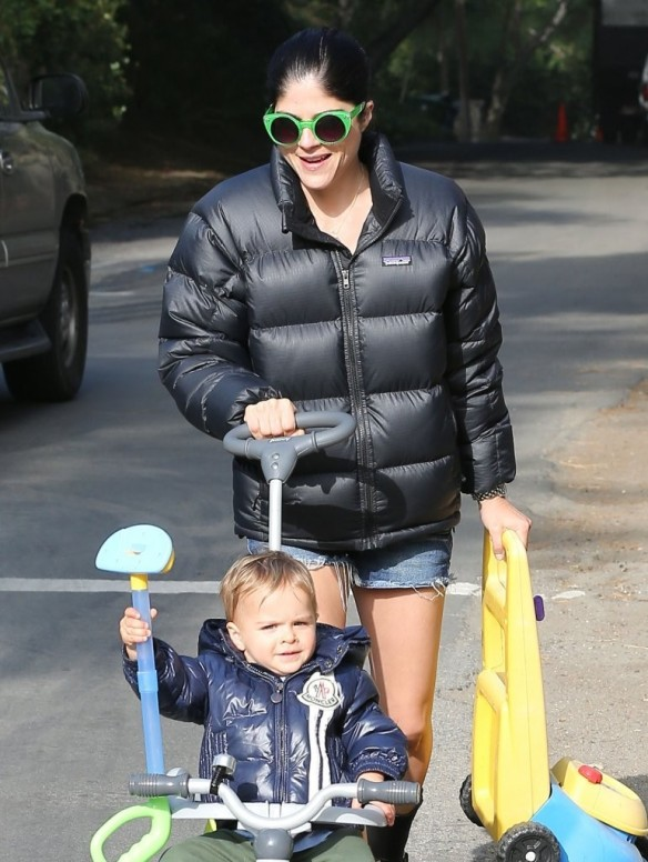 Selma Blair Strolling With Her Saint 2
