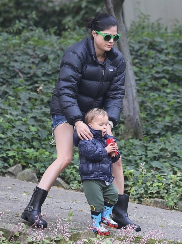 Selma Blair Strolling With Her Saint 21