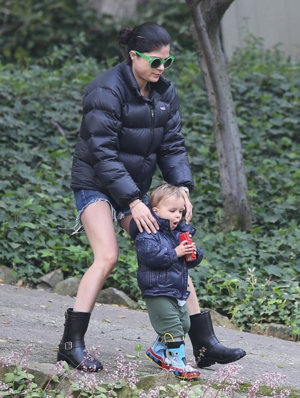 Selma Blair Strolling With Her Saint 22