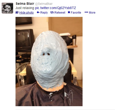 @SelmaBlair tweets photo of her facial mask