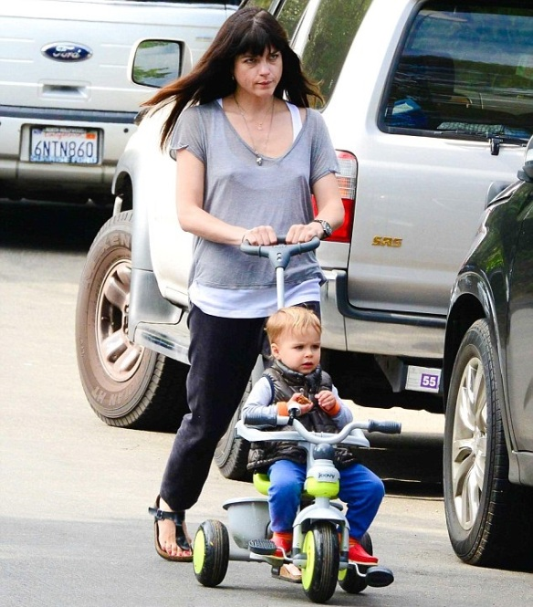 Selma Blair & Arthur Saint Go For A Walk 1