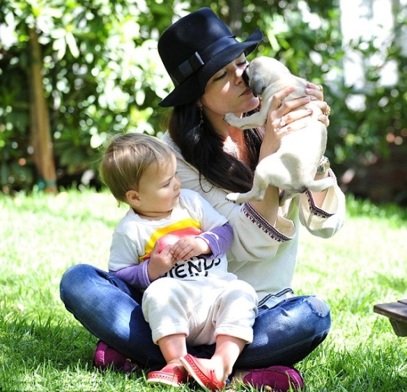 Selma Blair & Arthur Saint Puppy & Playhouse 1