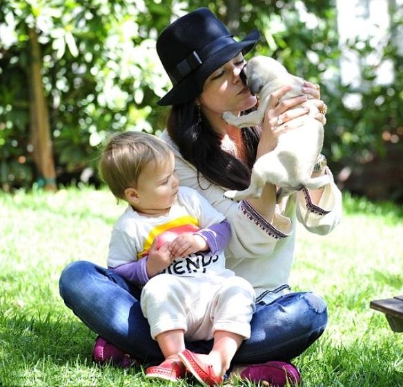 Selma Blair & Arthur Saint Puppy & Playhouse 1