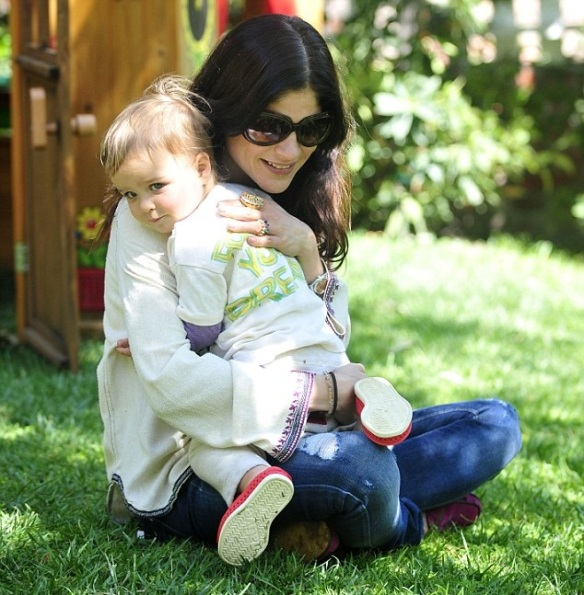 Selma Blair & Arthur Saint Puppy & Playhouse 2