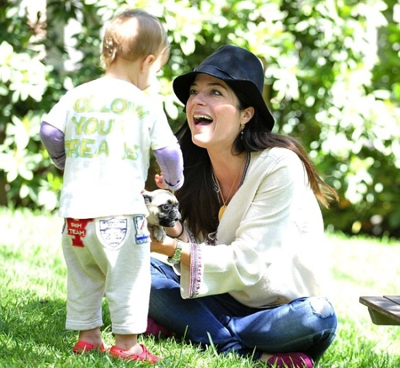 Selma Blair & Arthur Saint Puppy & Playhouse 3