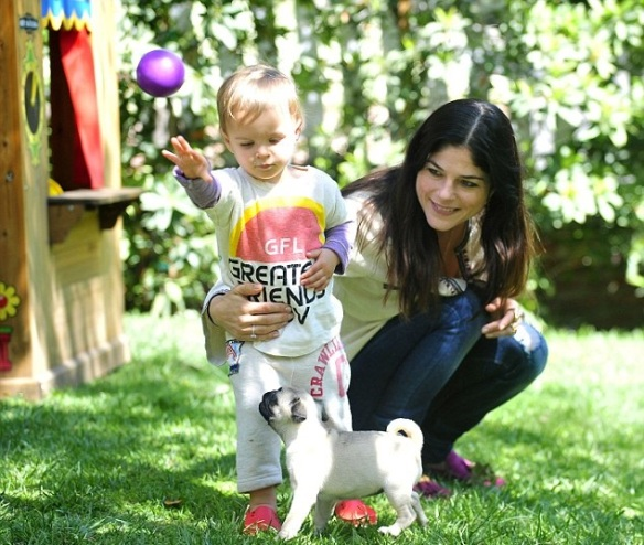 Selma Blair & Arthur Saint Puppy & Playhouse 4