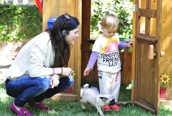 Selma Blair & Arthur Saint Puppy & Playhouse 5