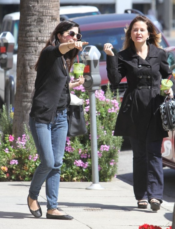 Selma Blair Grabs Lunch With A Friend 4