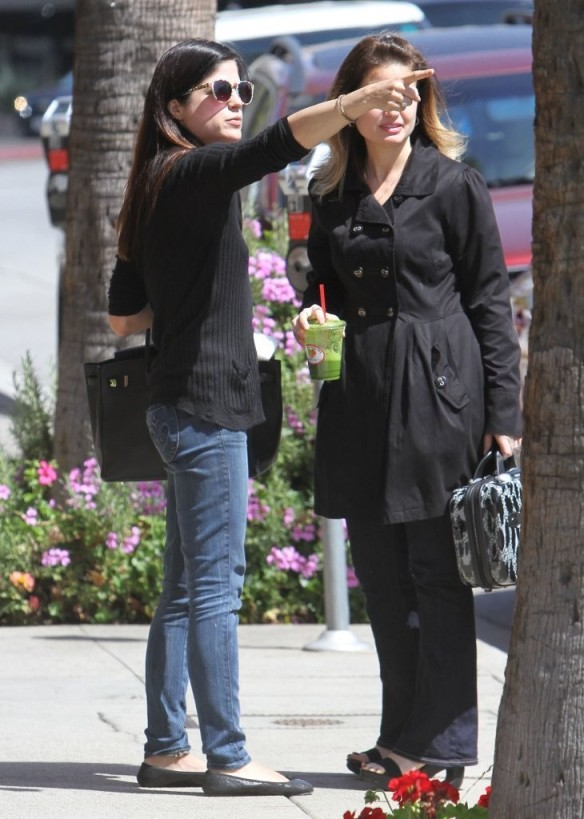 Selma Blair Grabs Lunch With A Friend 6