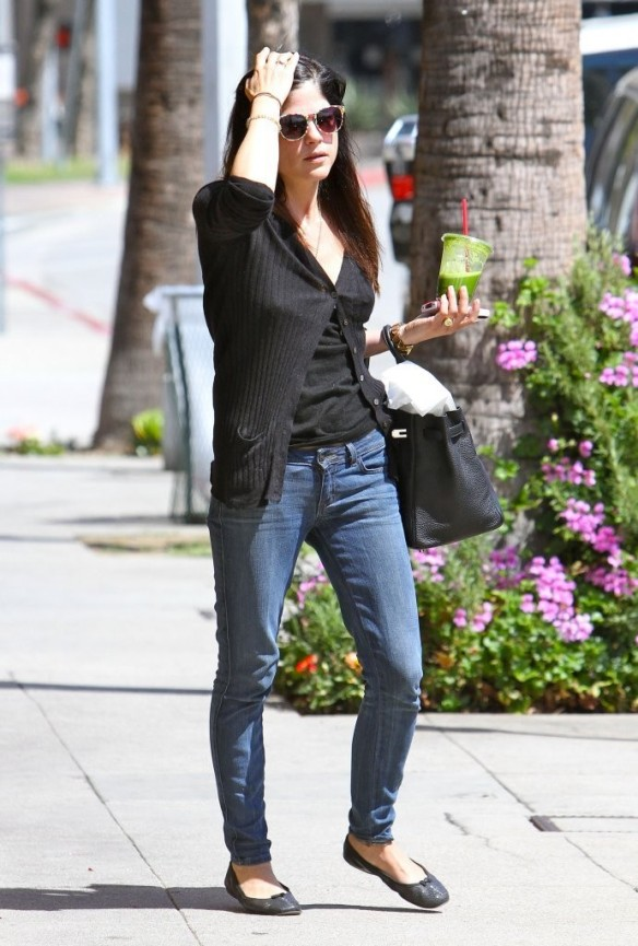 Selma Blair Grabs Lunch With A Friend 7