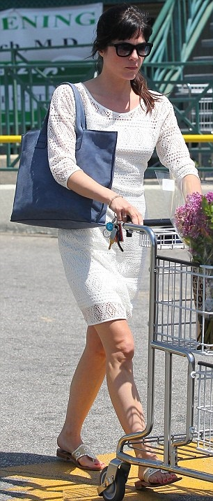 Selma Blair Picks Up Flowers 2