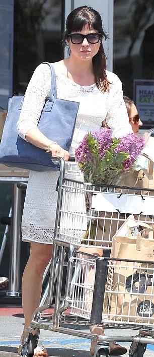 Selma Blair Picks Up Flowers 3