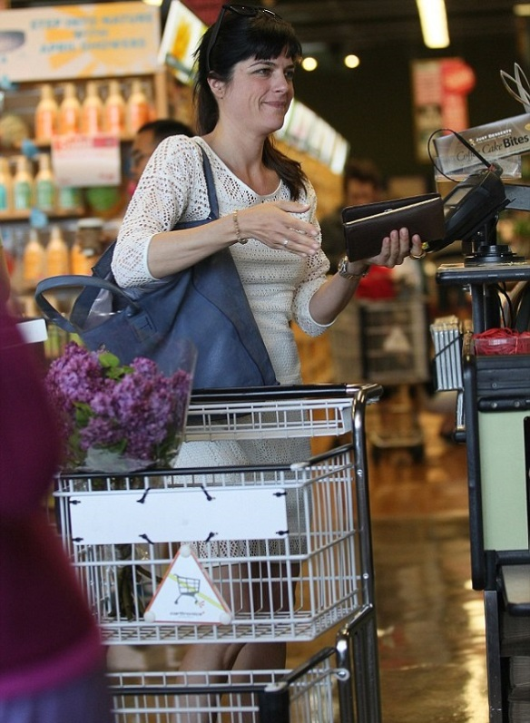 Selma Blair Picks Up Flowers 5