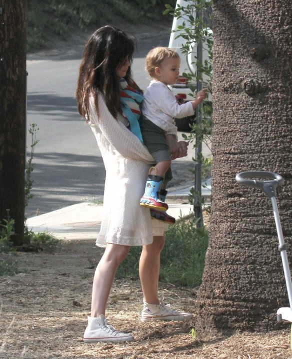 Selma Blair & Son Arthur Afternoon Outing 10