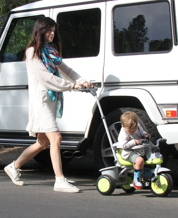 Selma Blair & Son Arthur Afternoon Outing 11
