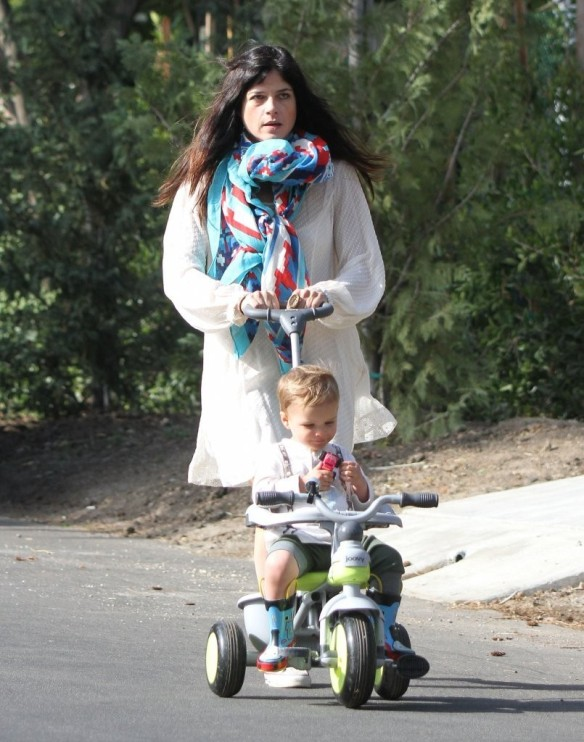 Selma Blair & Son Arthur Afternoon Outing 12