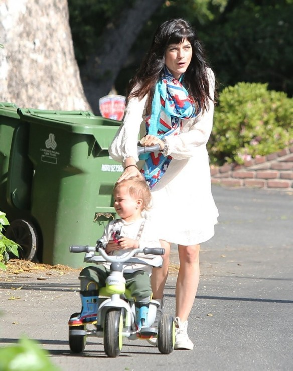 Selma Blair & Son Arthur Afternoon Outing 14