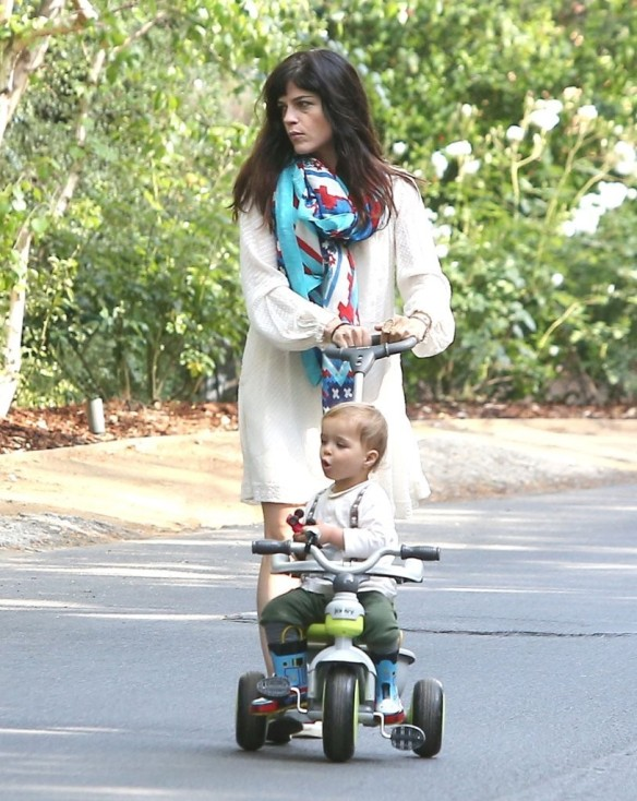 Selma Blair & Son Arthur Afternoon Outing 16