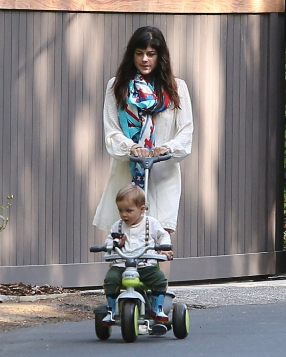Selma Blair & Son Arthur Afternoon Outing 18