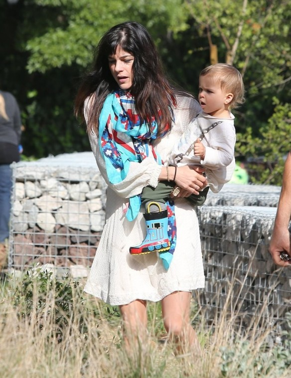 Selma Blair & Son Arthur Afternoon Outing 19