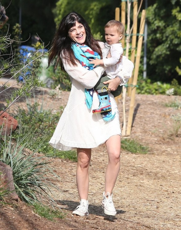 Selma Blair & Son Arthur Afternoon Outing 23