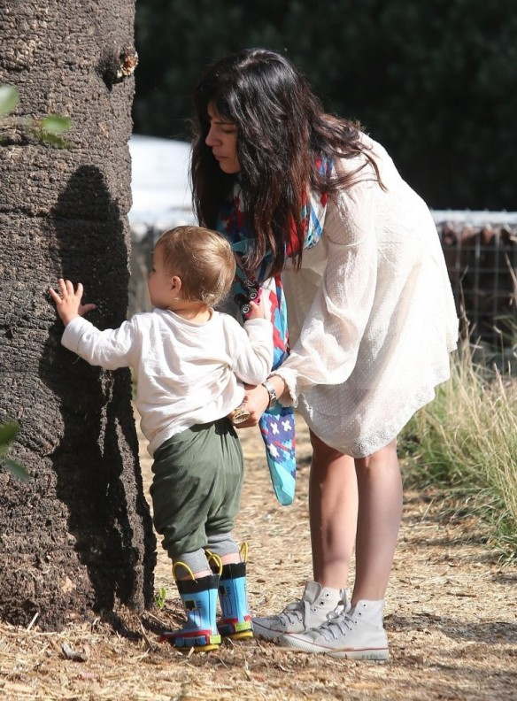 Selma Blair & Son Arthur Afternoon Outing 28