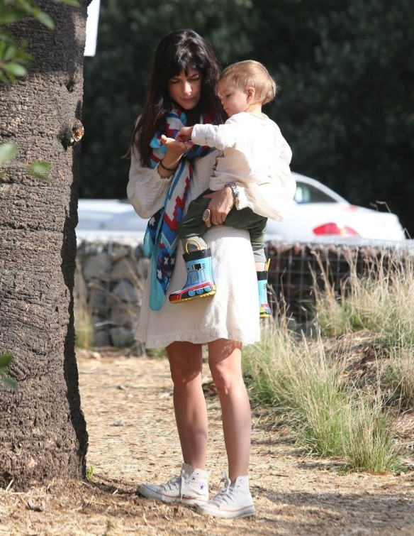 Selma Blair & Son Arthur Afternoon Outing 29