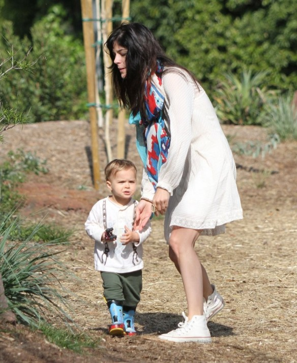Selma Blair & Son Arthur Afternoon Outing 3