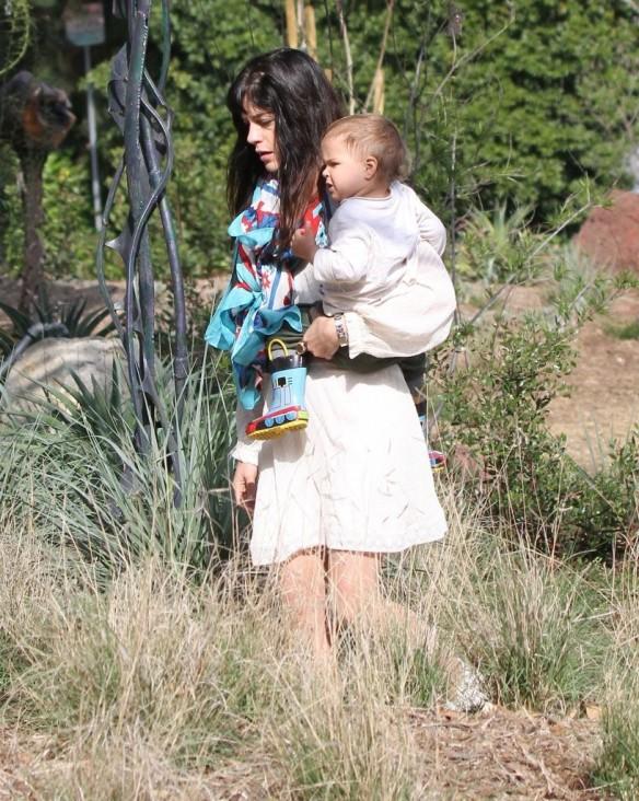 Selma Blair & Son Arthur Afternoon Outing 4