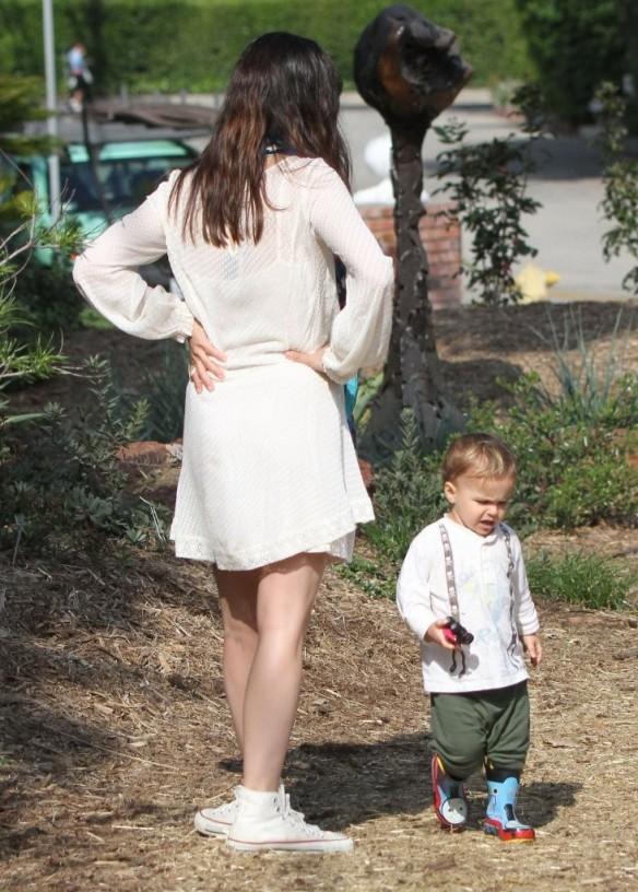 Selma Blair & Son Arthur Afternoon Outing 8