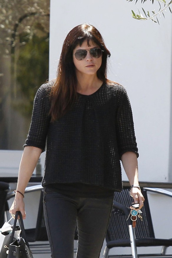 Selma Blair Stops For Coffee At Doughboys 10