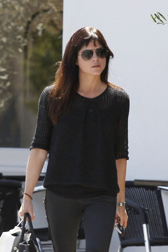 Selma Blair Stops For Coffee At Doughboys 11