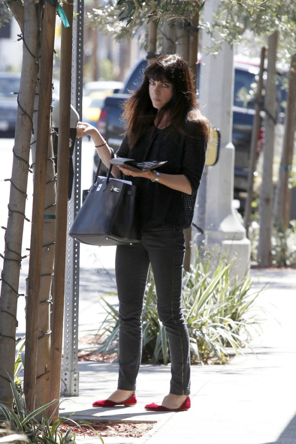 Selma Blair Stops For Coffee At Doughboys 12