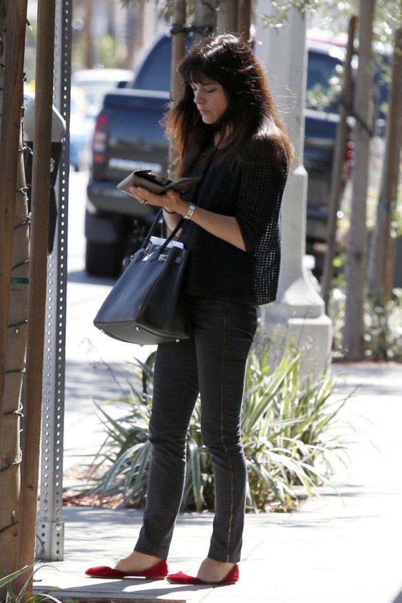 Selma Blair Stops For Coffee At Doughboys 13
