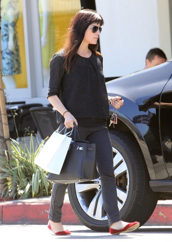 Selma Blair Stops For Coffee At Doughboys 14