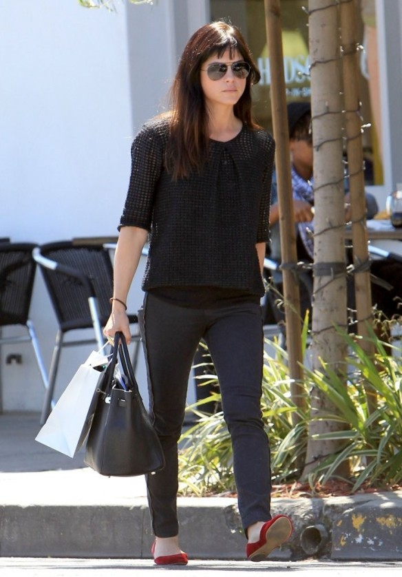 Selma Blair Stops For Coffee At Doughboys 18