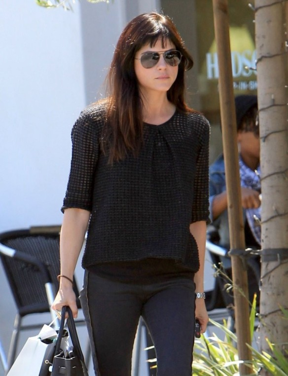 Selma Blair Stops For Coffee At Doughboys 19