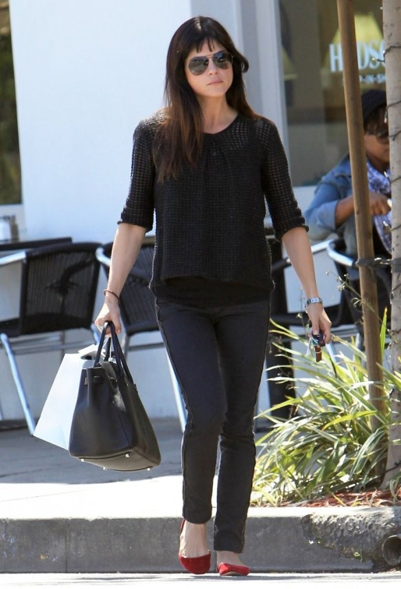 Selma Blair Stops For Coffee At Doughboys 20