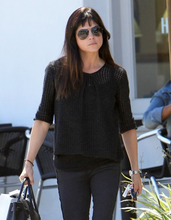 Selma Blair Stops For Coffee At Doughboys 21